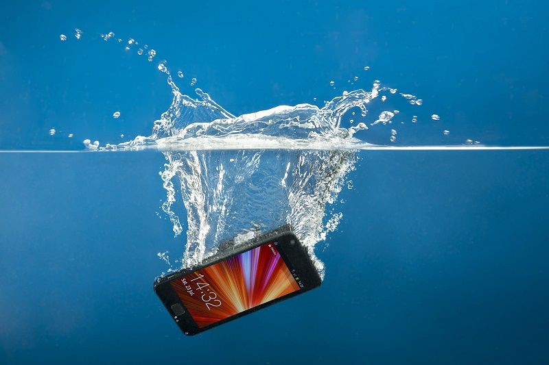 mobile phone gets wet